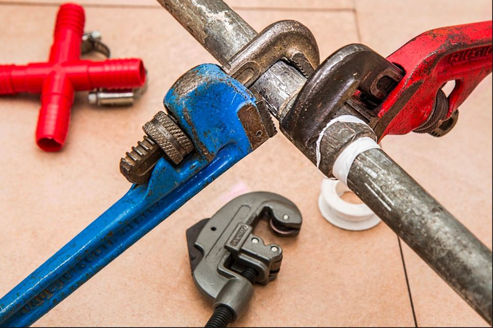 Why You Should Hire a Plumber, Not a Handyman